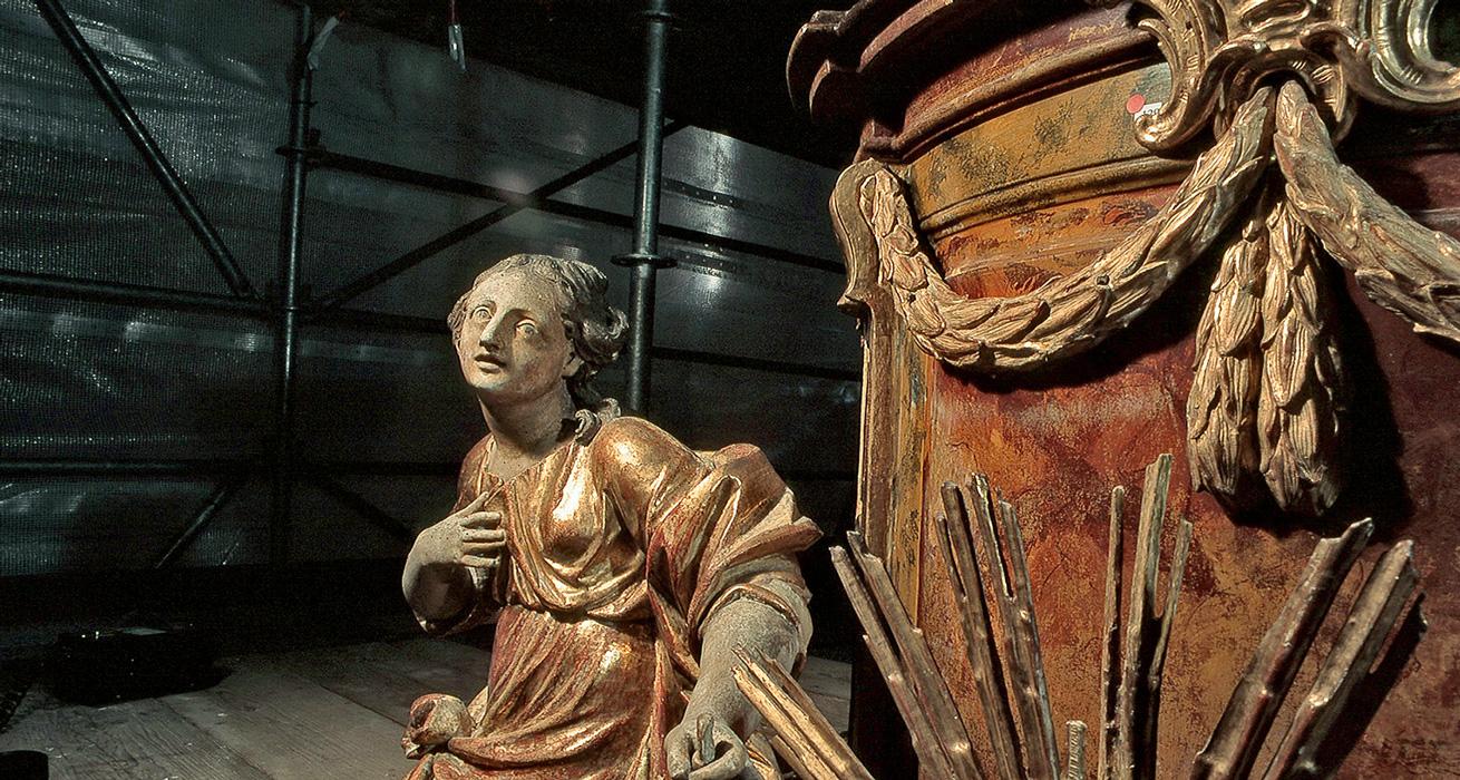 Figur und Kanzelkorb im Schlusszustand - Restaurierung Pfarrkirche Ebrach