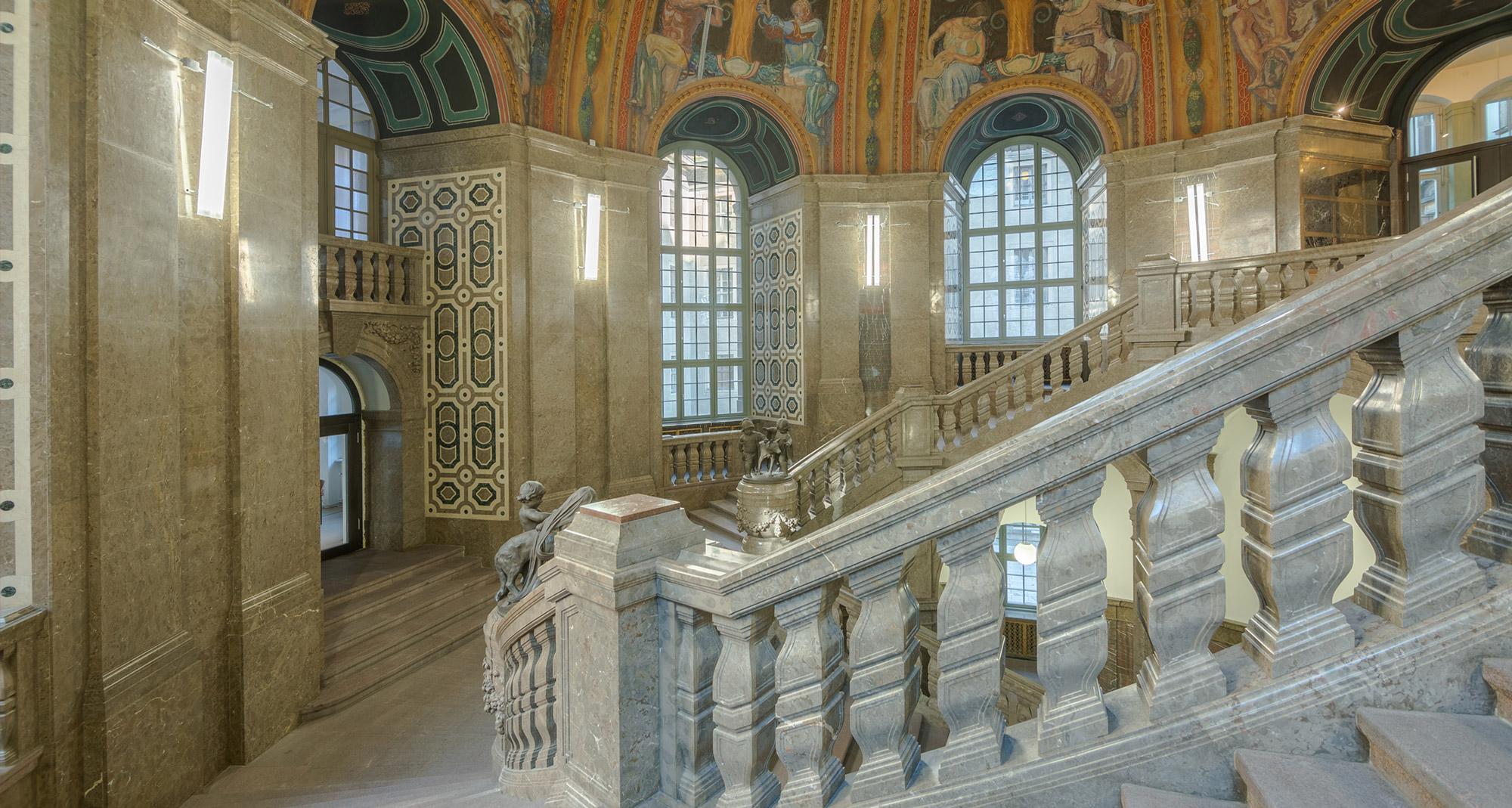 Raumimpression mit Balustrade - Neues Rathaus Dresden