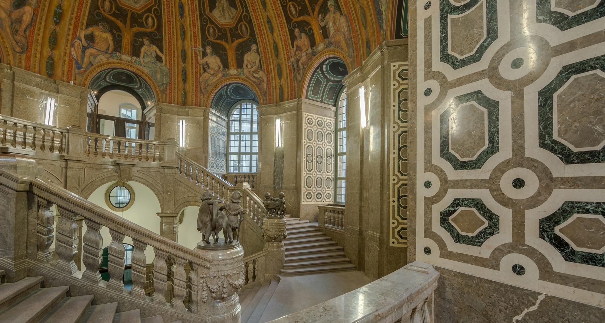 Raumimpression mit Mosaikfläche - Neues Rathaus Dresden
