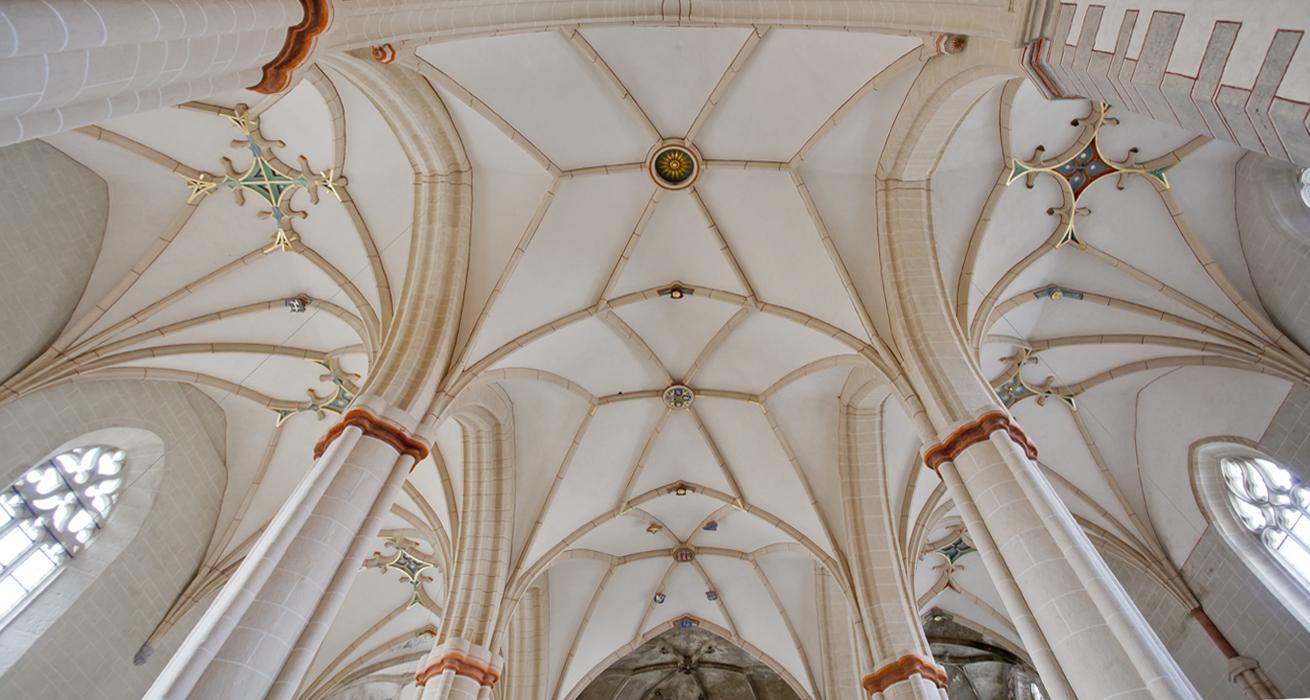 Übersichtsaufnahme des fertiggestellten Kirchenraumes - St. Bonifatius Kirche Bad Langensalza