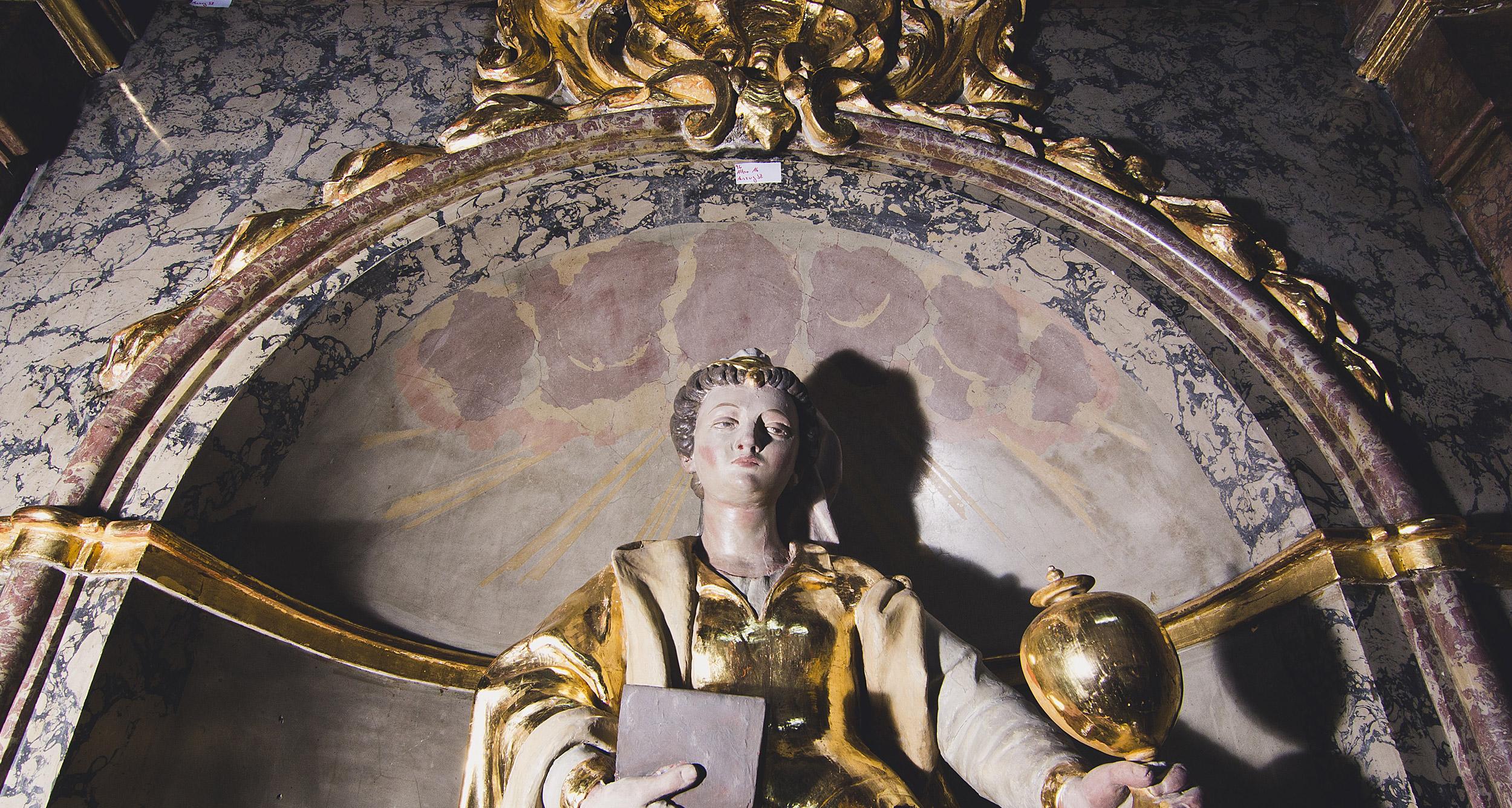 Altar A6 – mittlere Zone mit Stuckmarmorintarsie im Schlusszustand