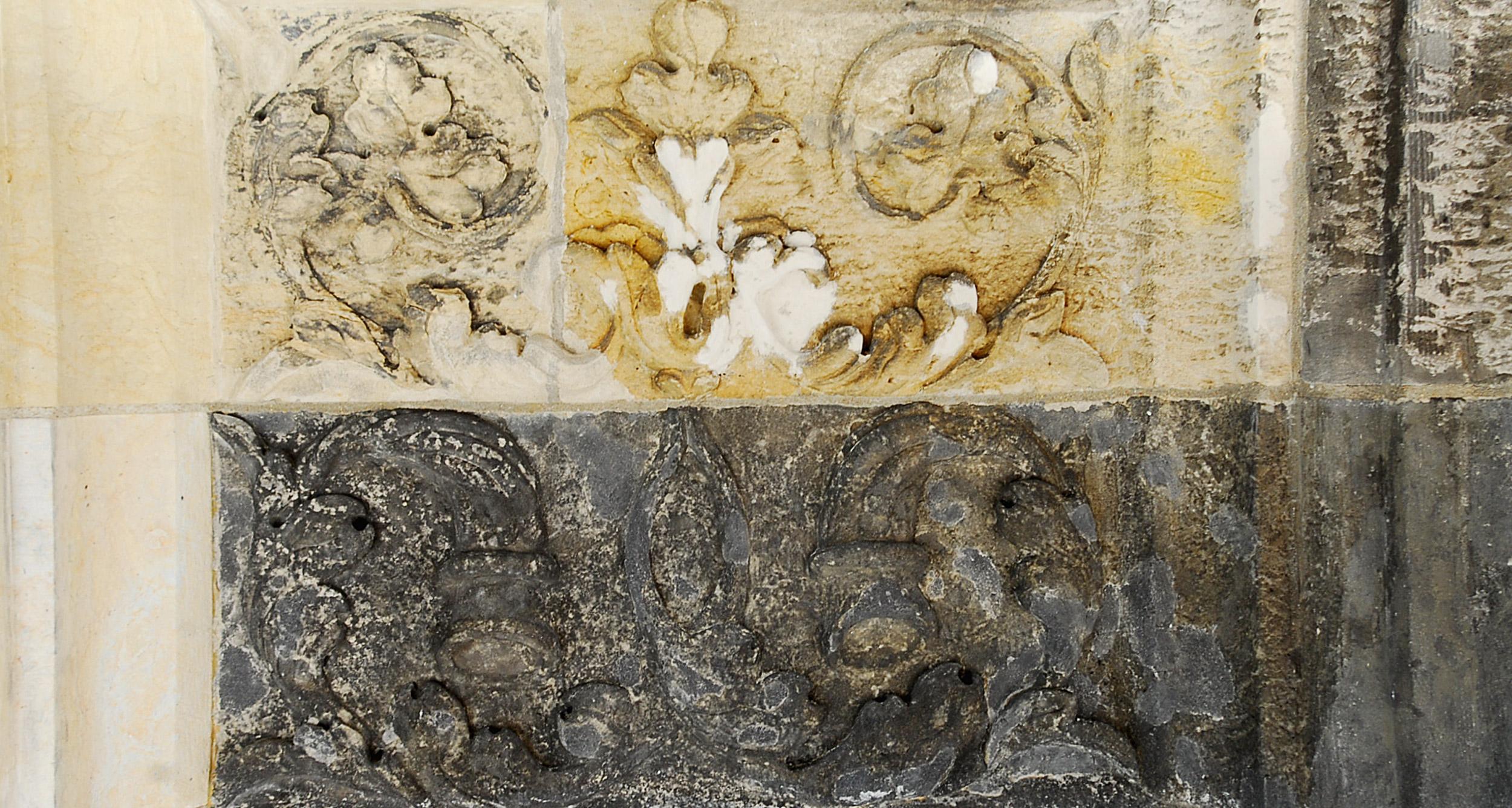 Detail einer Reliefzone mit unterschiedlichen Bearbeitungszuständen