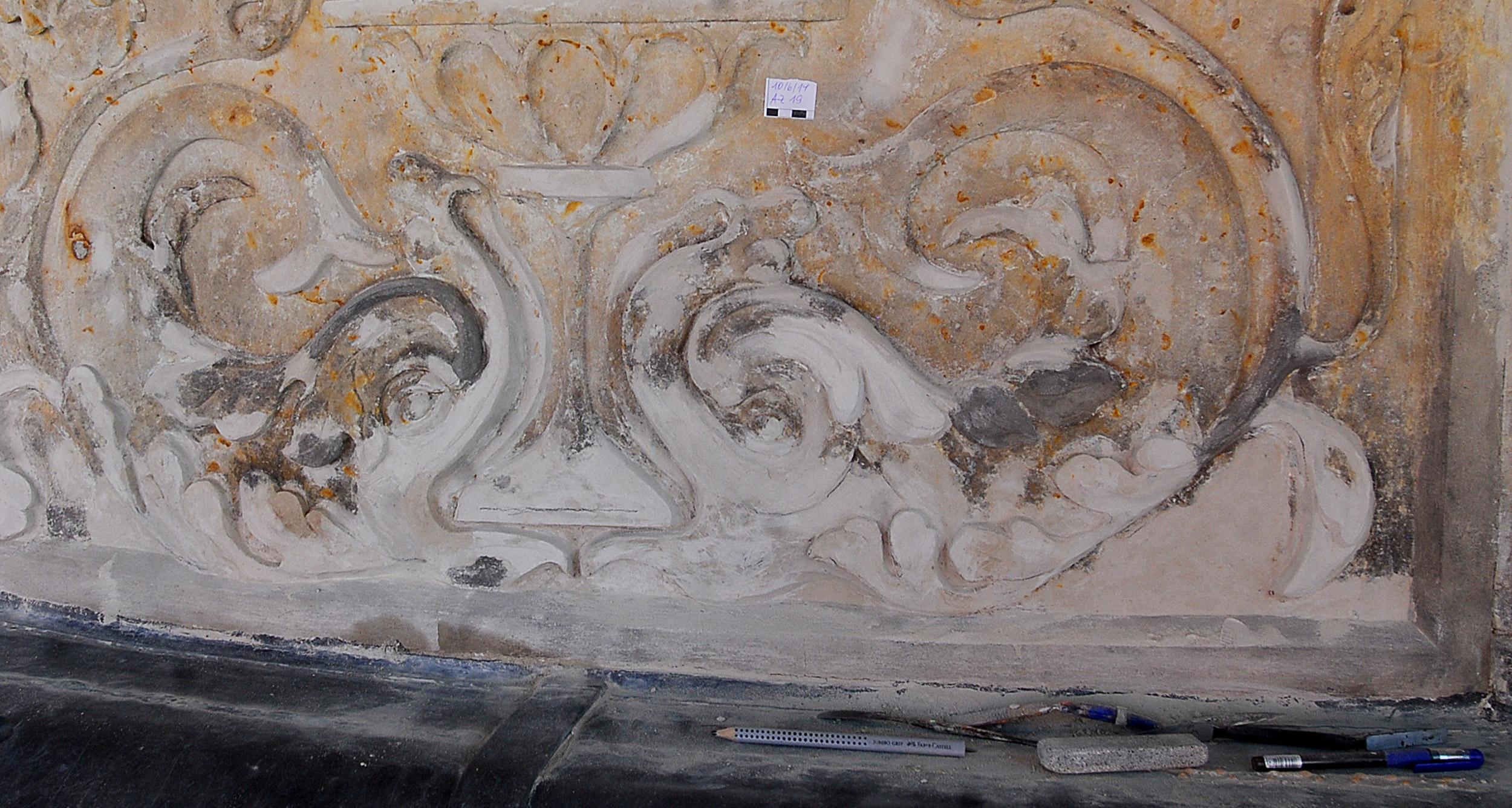 Reliefzone mit umfangreichen Ergänzungen in Steinrestauriermörtel